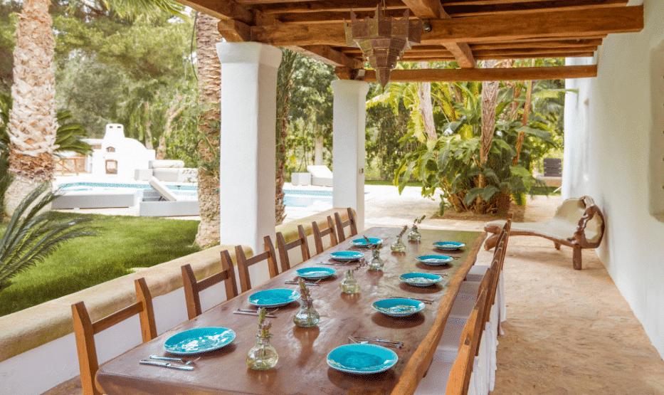 Gorgeous table setting @ Casa Morna (Morna Retreats)
