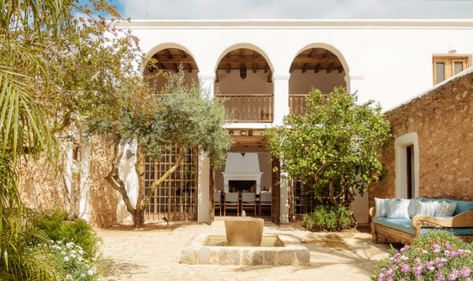 Hacienda Morna courtyard @ Morna Retreats Ibiza