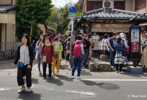 Crowds at Arashiyama bamboo forest around 13:00h