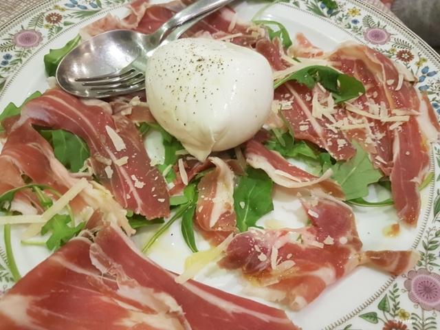Prosciutto and mozzarella in Naples