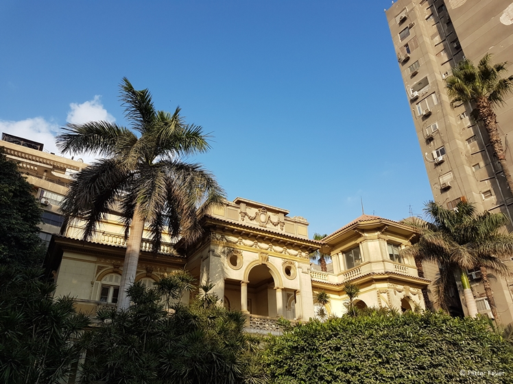 Fancy villa and ugly flat next to each other at Nile St Cairo