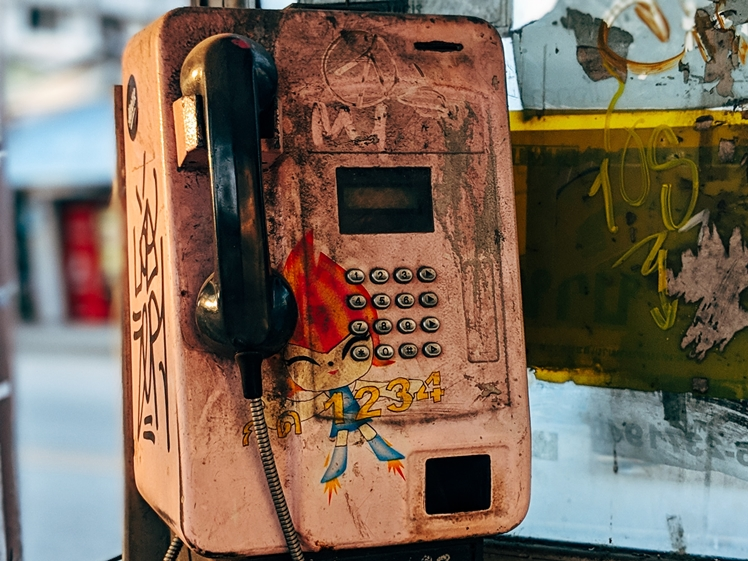 The idea of having to pick up the phone may not be attractive (photo credits Markus Winkler)